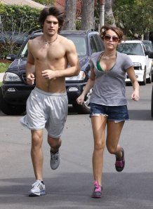 Miley_cyrus_appropriate_exercise_clothing